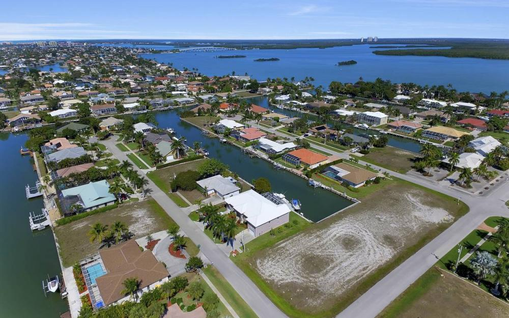 305 Grapewood Ct, Marco Island - Lot For Sale 1832811643
