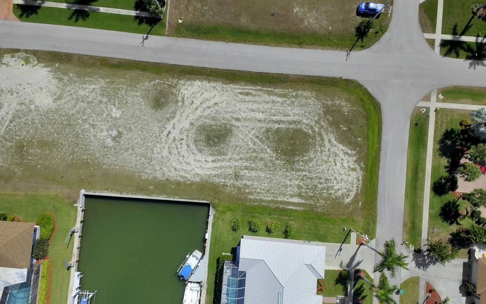 305 Grapewood Ct, Marco Island - Lot For Sale 844706243