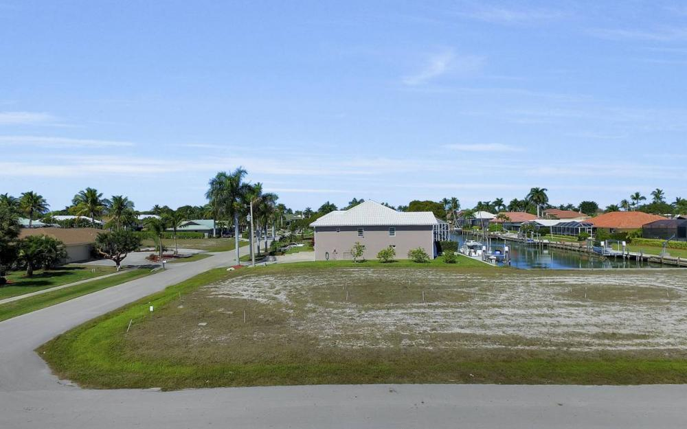 305 Grapewood Ct, Marco Island - Lot For Sale 1222929992