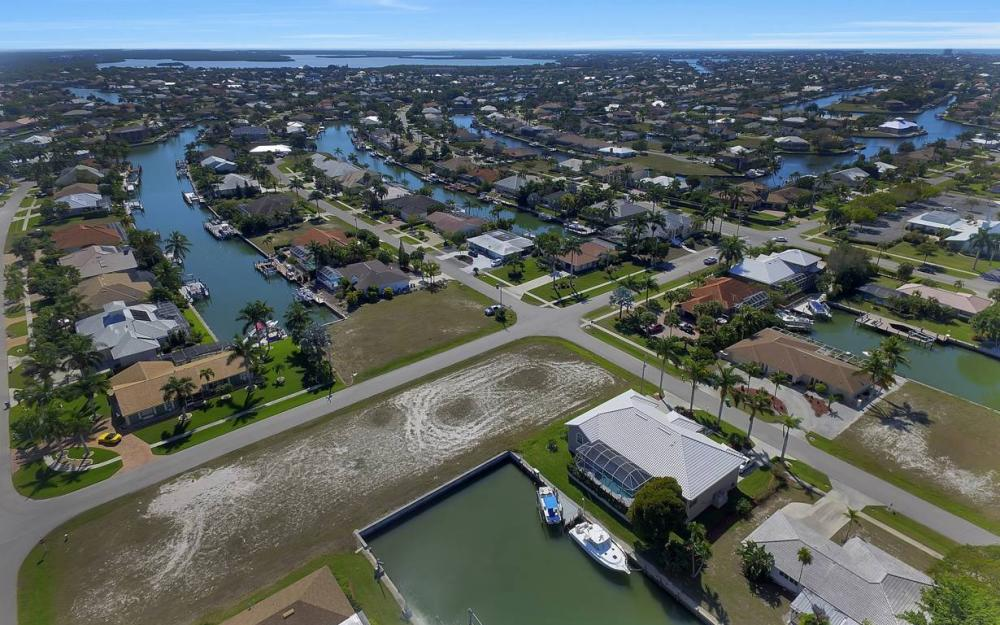 305 Grapewood Ct, Marco Island - Lot For Sale 230344251