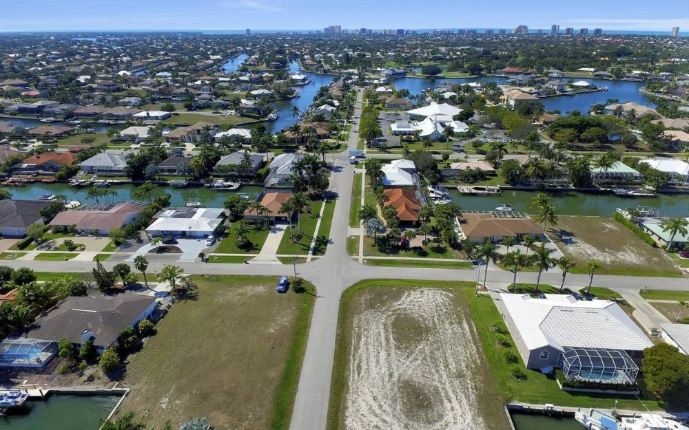 305 Grapewood Ct, Marco Island - Lot For Sale 323926545