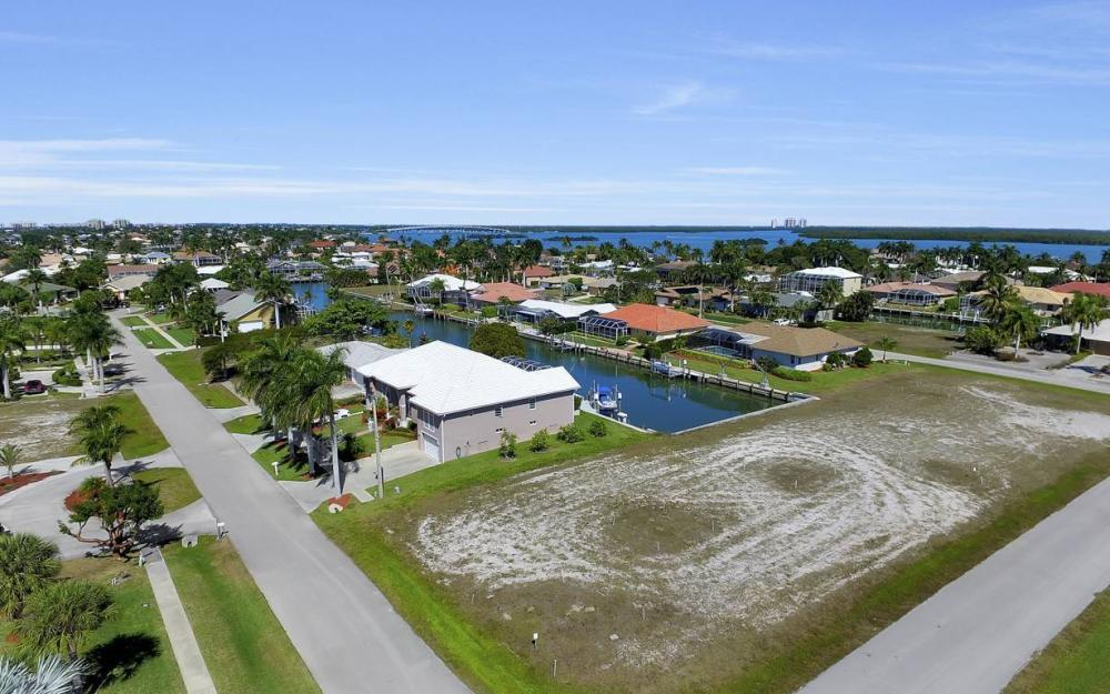 305 Grapewood Ct, Marco Island - Lot For Sale 1249551897