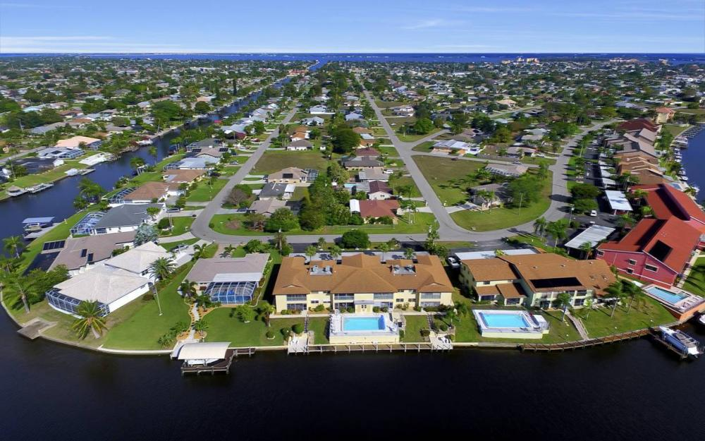 3612 SE 12th Ave, Cape Coral - Waterfront Condo For Sale 223032147