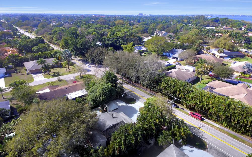 5445 Winkler Rd, Fort Myers - Home For Sale 221521214