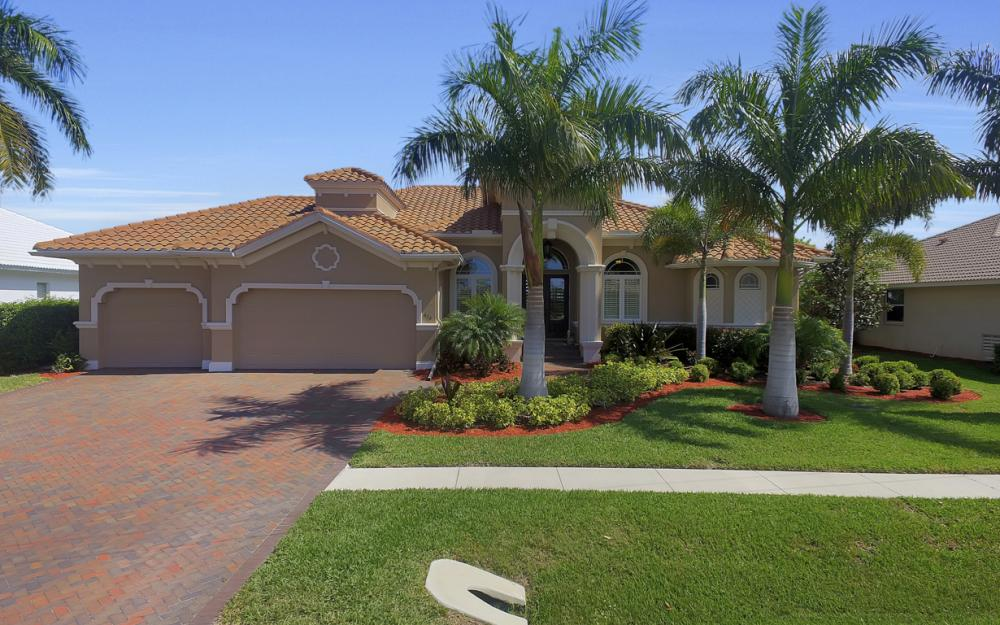 375 Capistrano Ct, Marco Island - Home For Sale 735621072