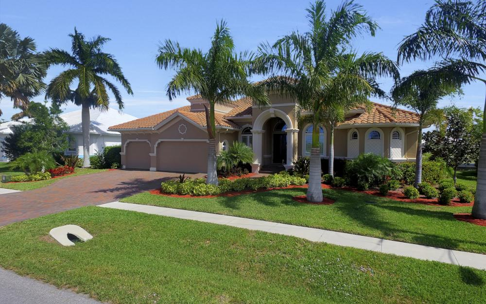 375 Capistrano Ct, Marco Island - Home For Sale 392039824