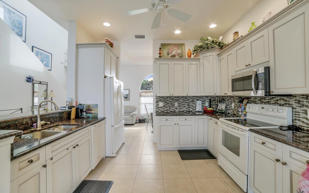 3634 Bayview Ave, St James City - Home For Sale 333266380