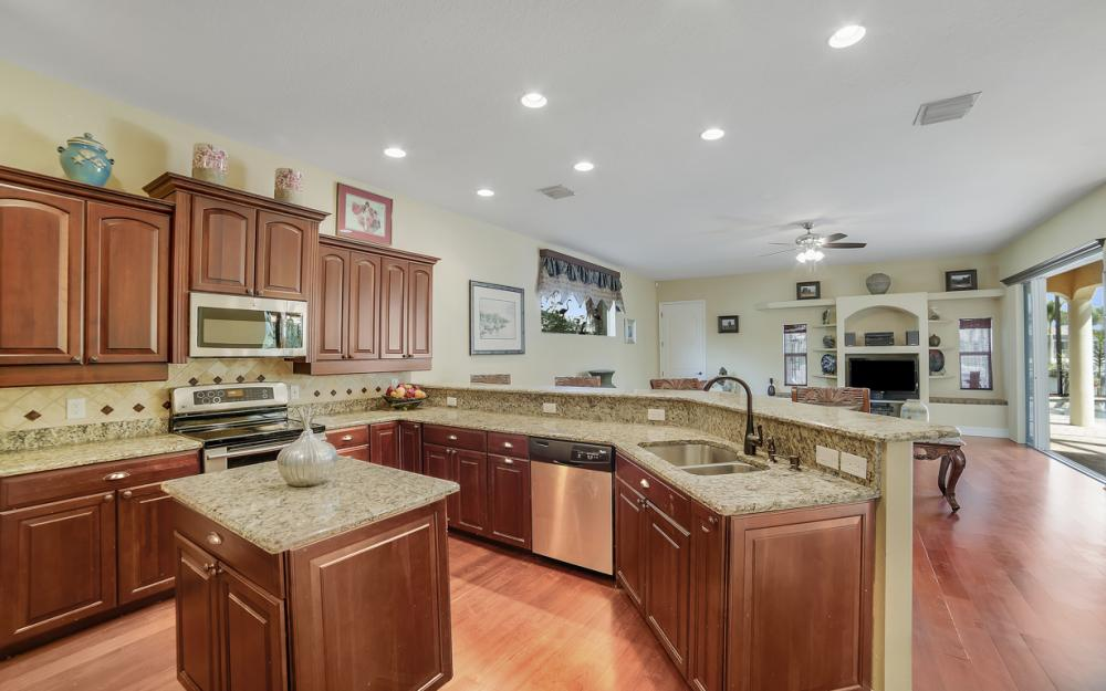 4237 SW 23rd Ave, Cape Coral - Home For Sale 878524182
