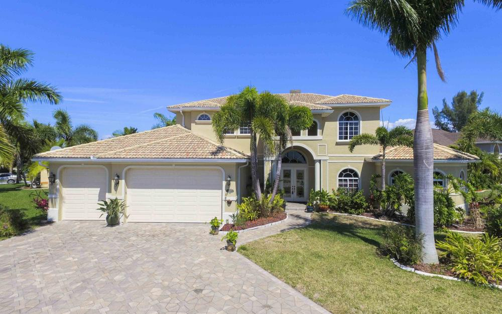 4237 SW 23rd Ave, Cape Coral - Home For Sale 914477783