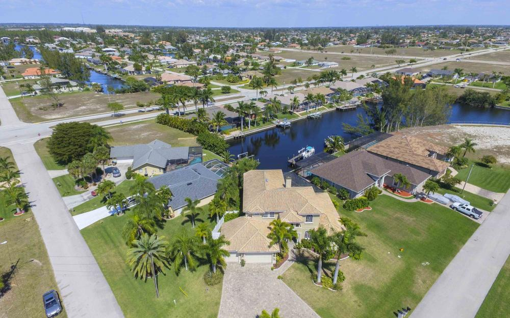 4237 SW 23rd Ave, Cape Coral - Home For Sale 927240020