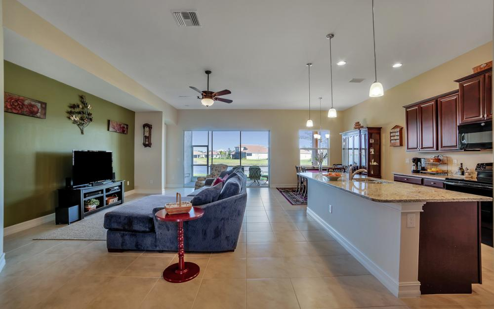 3865 Eldon St, Fort Myers - Home For Sale 89105677
