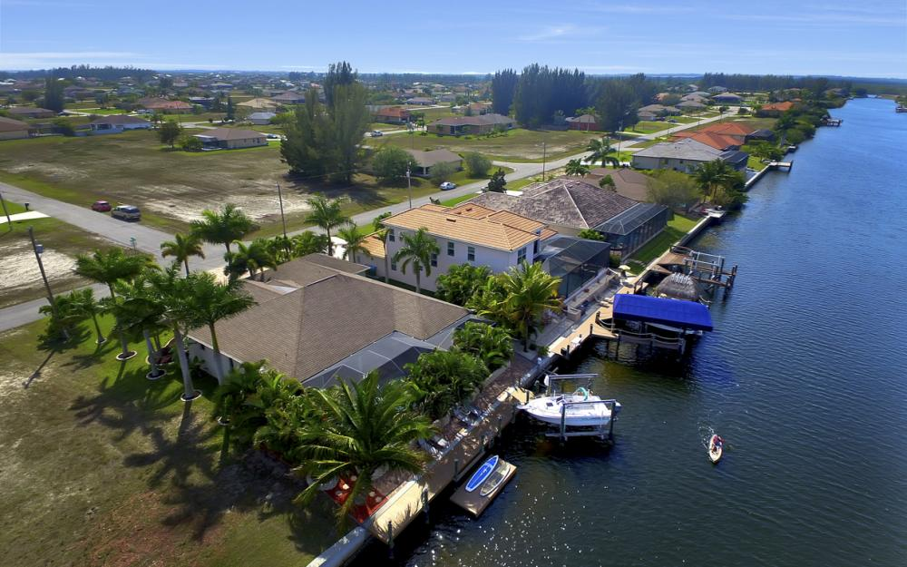 3513 NW 3rd Ter, Cape Coral - Home For Sale 744789964