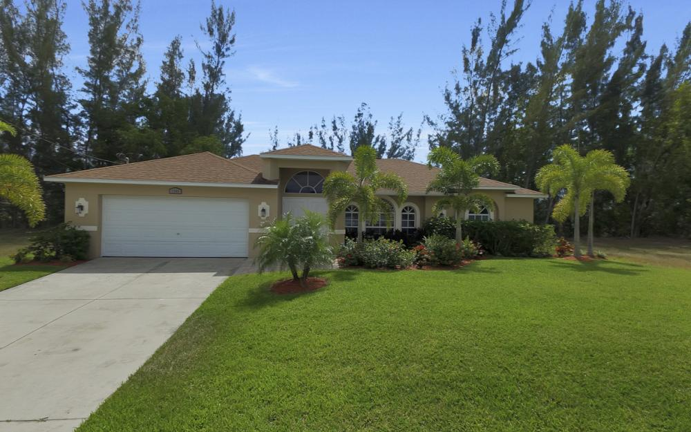 1300 SW 28th St, Cape Coral - Home For Sale 1812999961