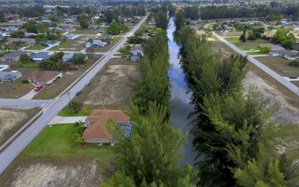 1300 SW 28th St, Cape Coral - Home For Sale 2019564990