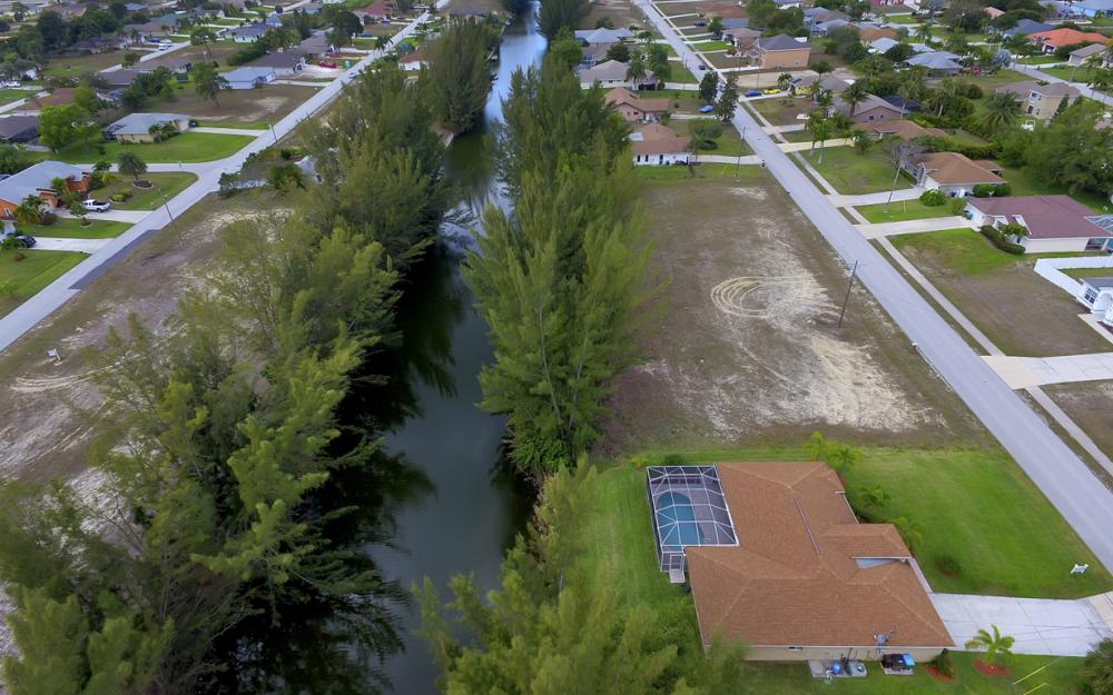 1300 SW 28th St, Cape Coral - Home For Sale 355580266