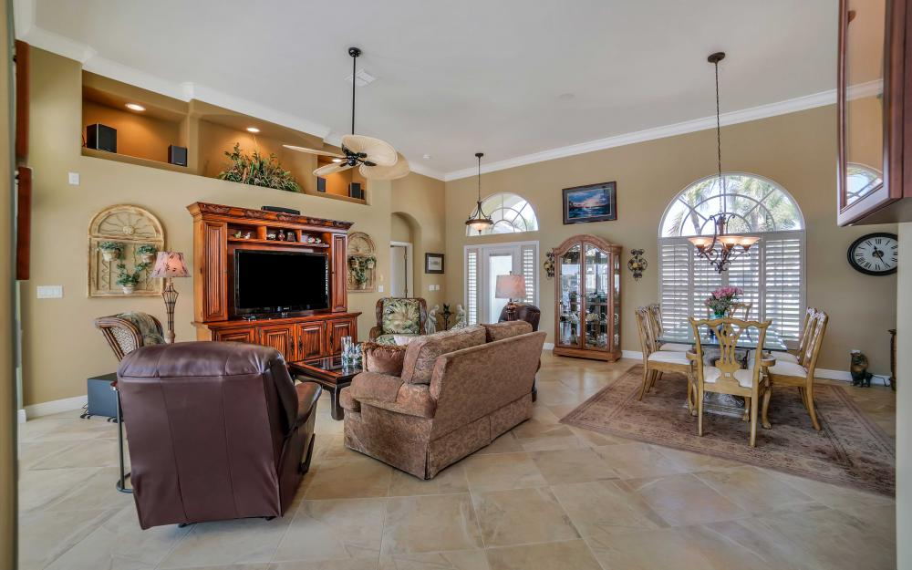 625 Blackmore Ct, Marco Island - Home For Sale 932765932