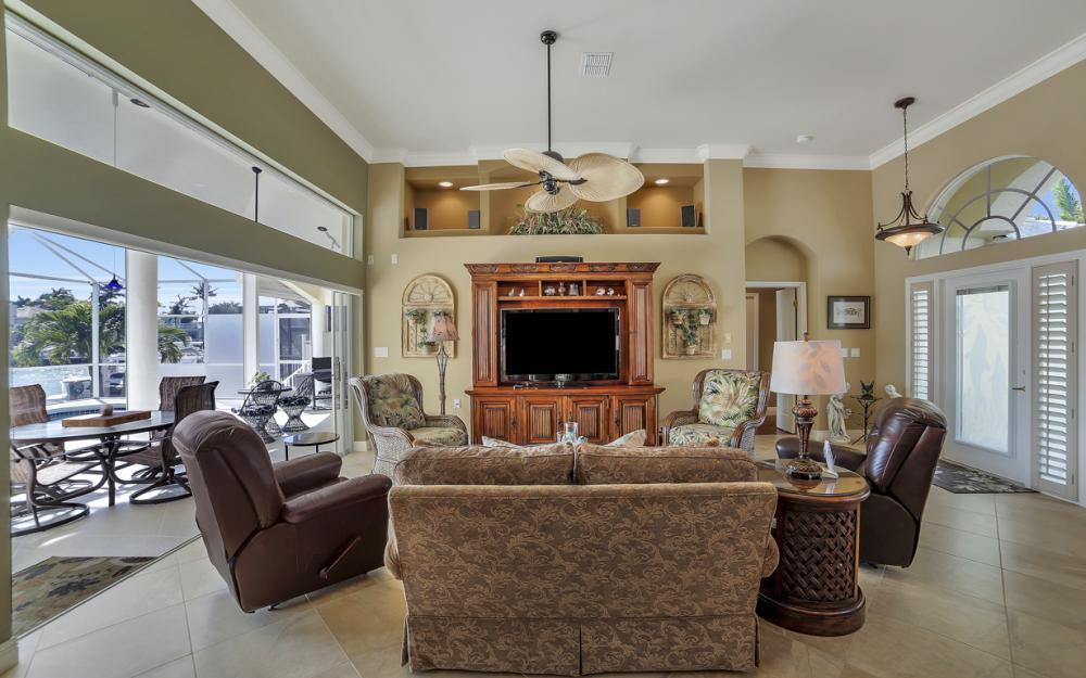 625 Blackmore Ct, Marco Island - Home For Sale 820028033