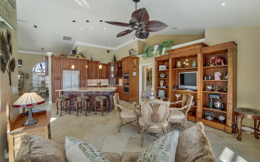 625 Blackmore Ct, Marco Island - Home For Sale 1096036159