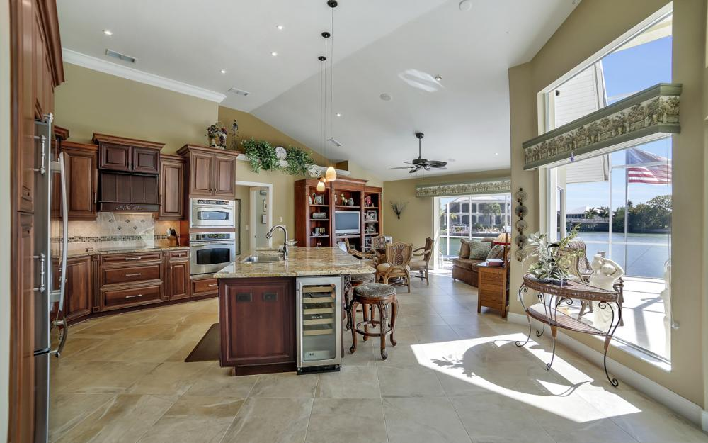 625 Blackmore Ct, Marco Island - Home For Sale 1200312581