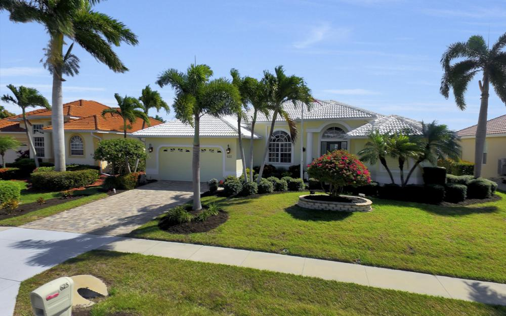 625 Blackmore Ct, Marco Island - Home For Sale 92412604
