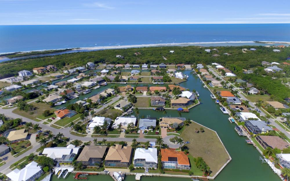 625 Blackmore Ct, Marco Island - Home For Sale 196121092
