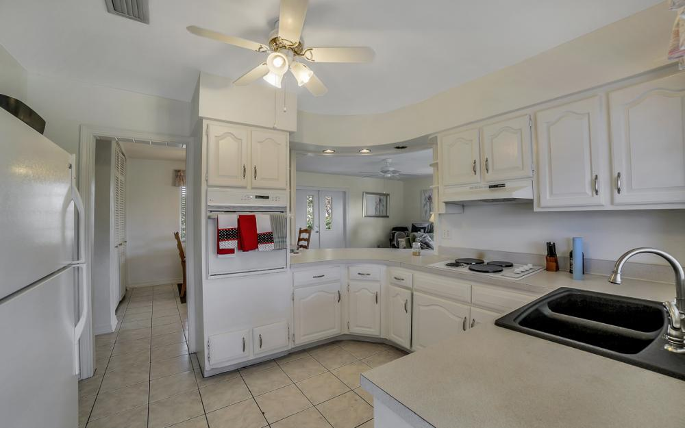 848 Fairlawn Ct, Marco Island - Waterfront Home For Sale 1745112321