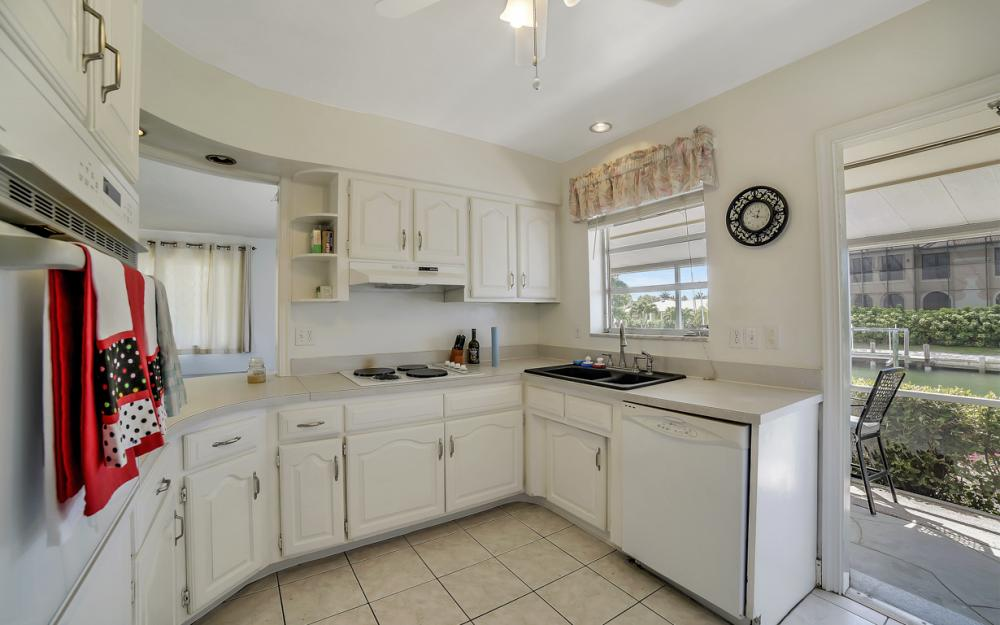 848 Fairlawn Ct, Marco Island - Waterfront Home For Sale 1165994141