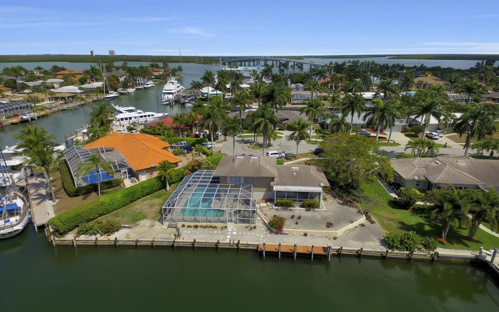 848 Fairlawn Ct, Marco Island - Waterfront Home For Sale 350750871
