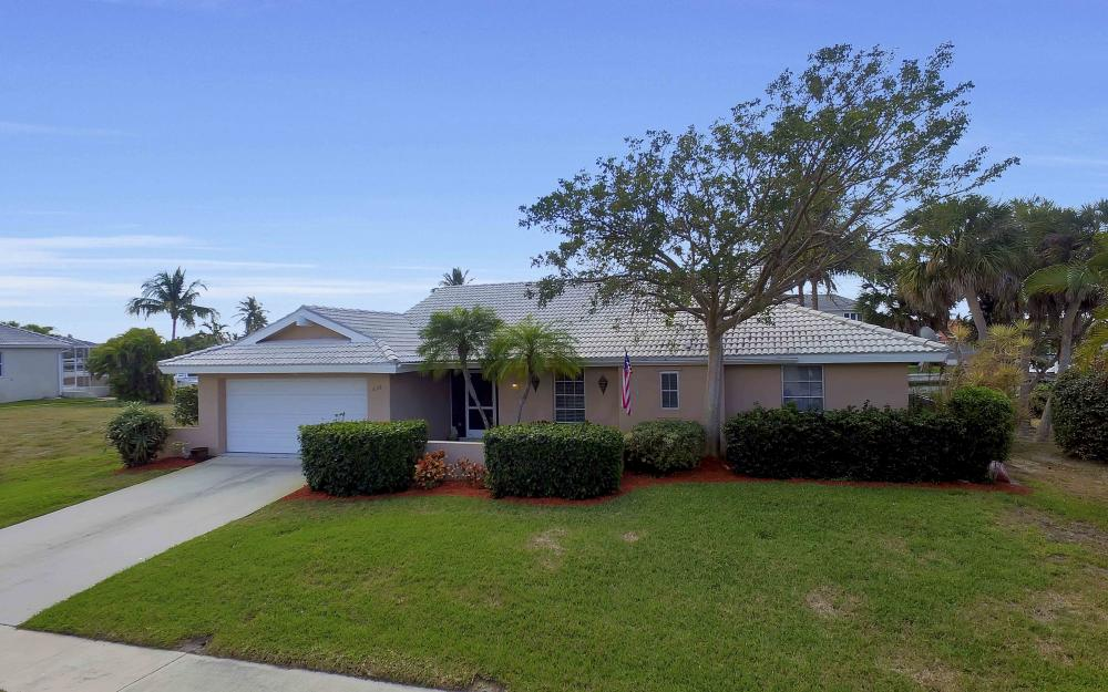 639 Bimini Ave, Marco Island - Waterfront Gulf Access Home For Sale 604413437