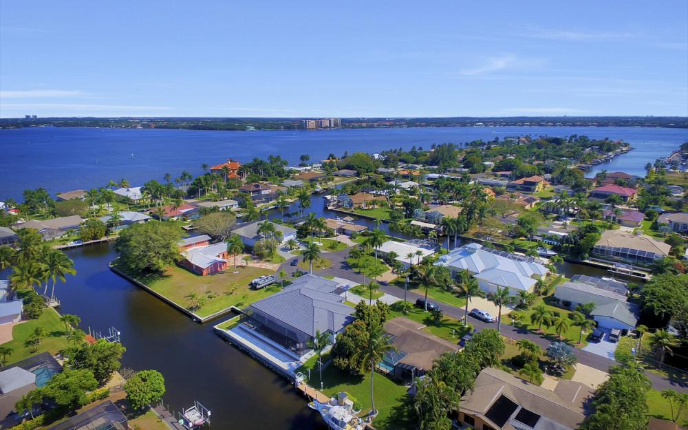1135 Lorraine Ct, Cape Coral - Luxury Waterfront Gulf Access Home For Sale 336721841