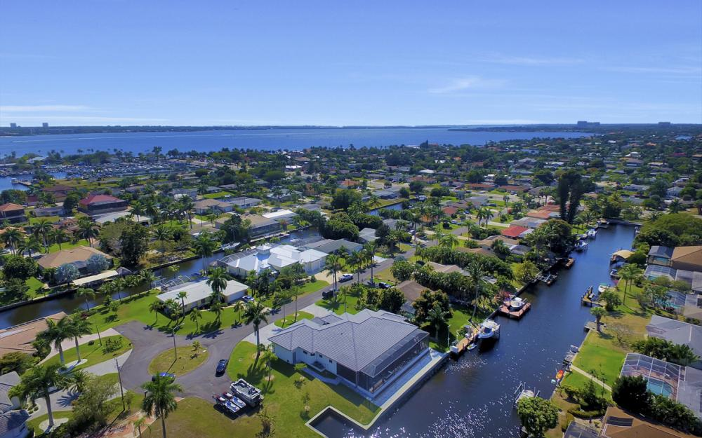 1135 Lorraine Ct, Cape Coral - Luxury Waterfront Gulf Access Home For Sale 1993049762
