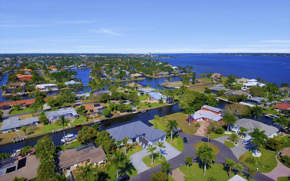 1135 Lorraine Ct, Cape Coral - Luxury Waterfront Gulf Access Home For Sale 1094491366