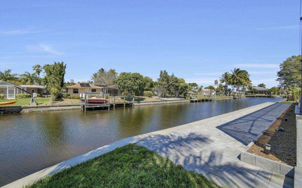 1135 Lorraine Ct, Cape Coral - Luxury Waterfront Gulf Access Home For Sale 1695058793