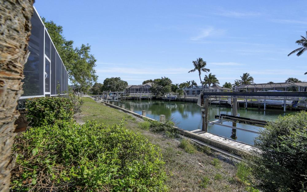 820 Apple Ct, Marco Island - Home For Sale 946686355