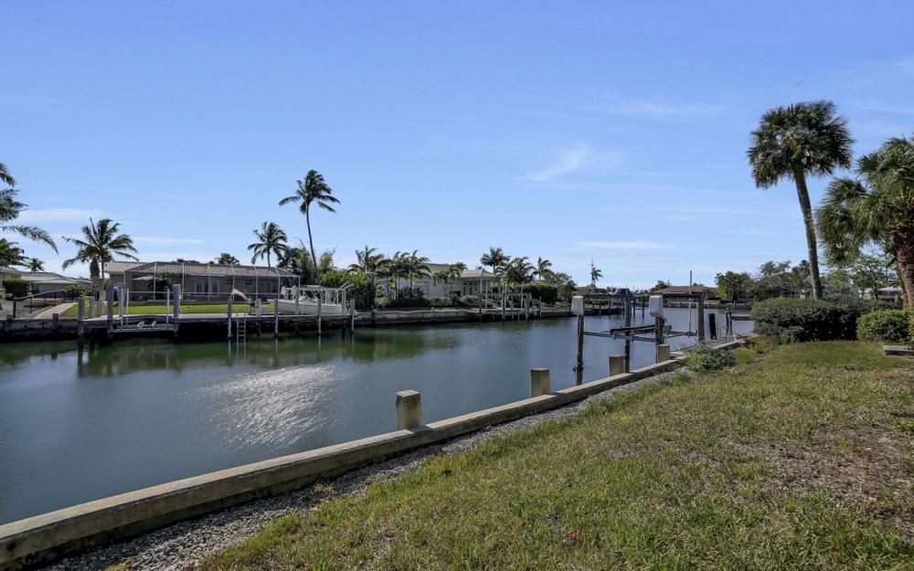 820 Apple Ct, Marco Island - Home For Sale 298411217