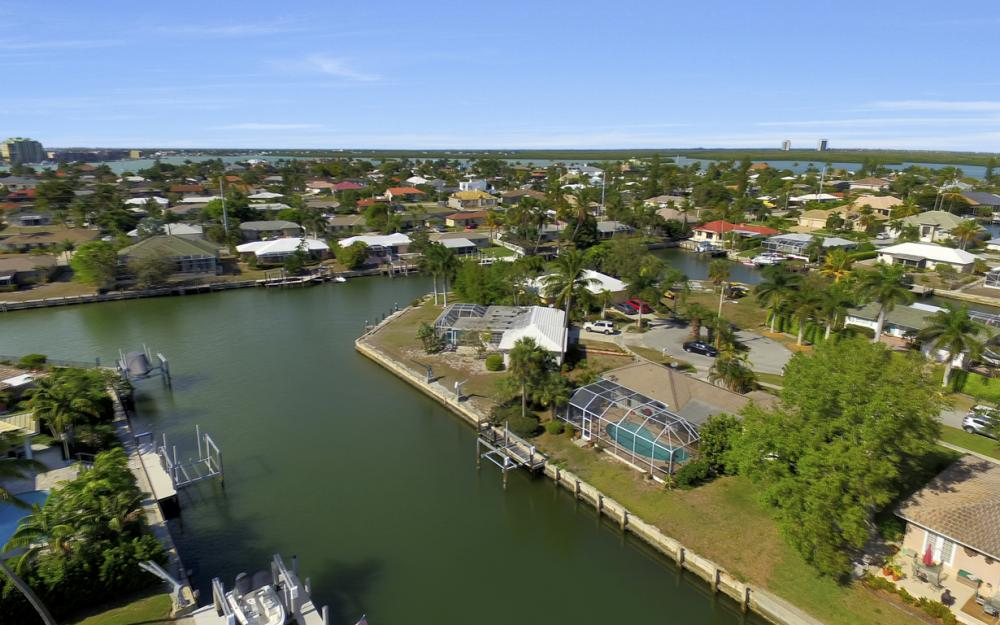 820 Apple Ct, Marco Island - Home For Sale 2092727983