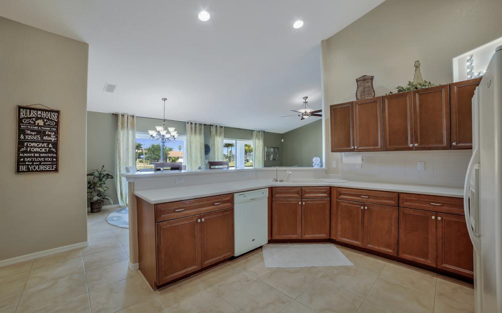 3309 SW 3rd Ln, Cape Coral - Home For Sale 277701377