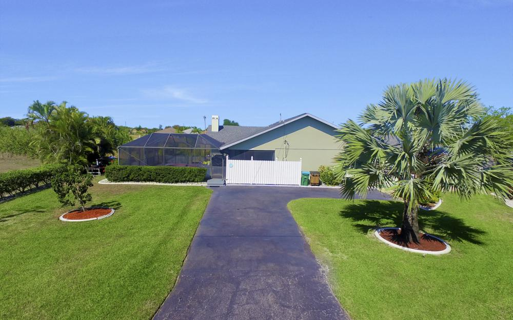 816 Hancock Bridge Pkwy, Cape Coral - Home For Sale 726557884