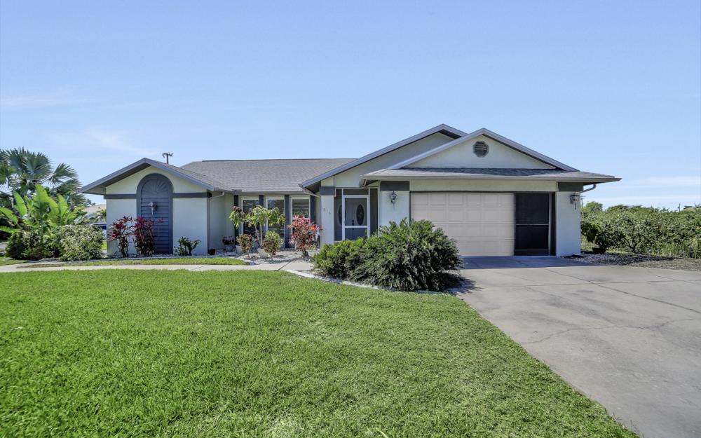 816 Hancock Bridge Pkwy, Cape Coral - Home For Sale 2139706456
