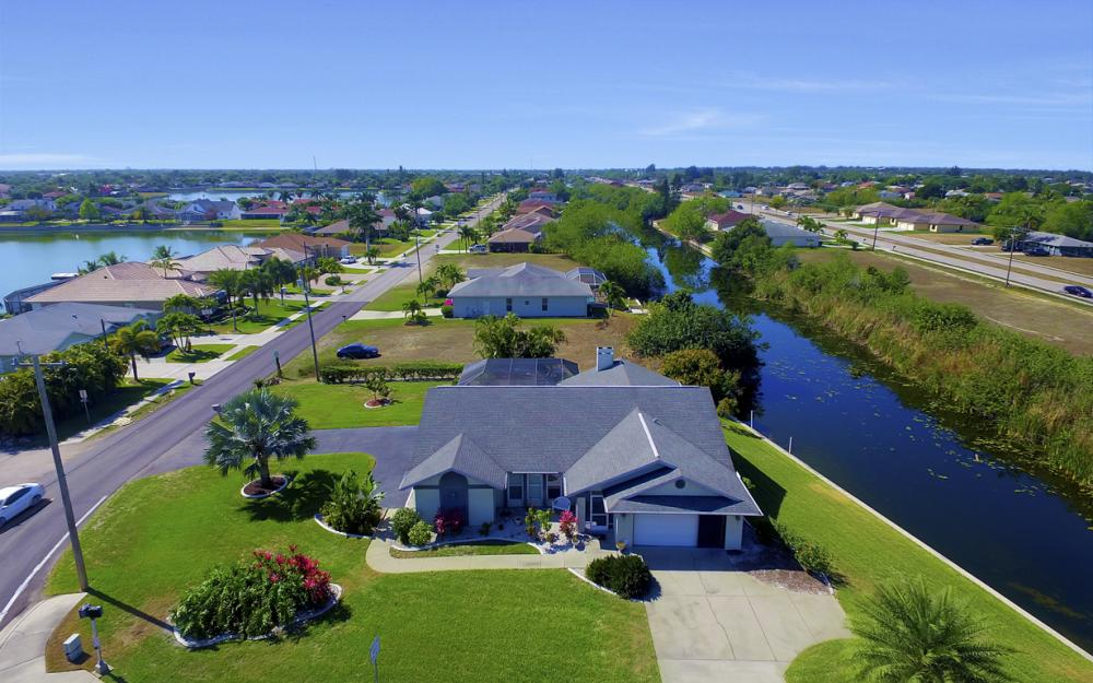 816 Hancock Bridge Pkwy, Cape Coral - Home For Sale 375062052