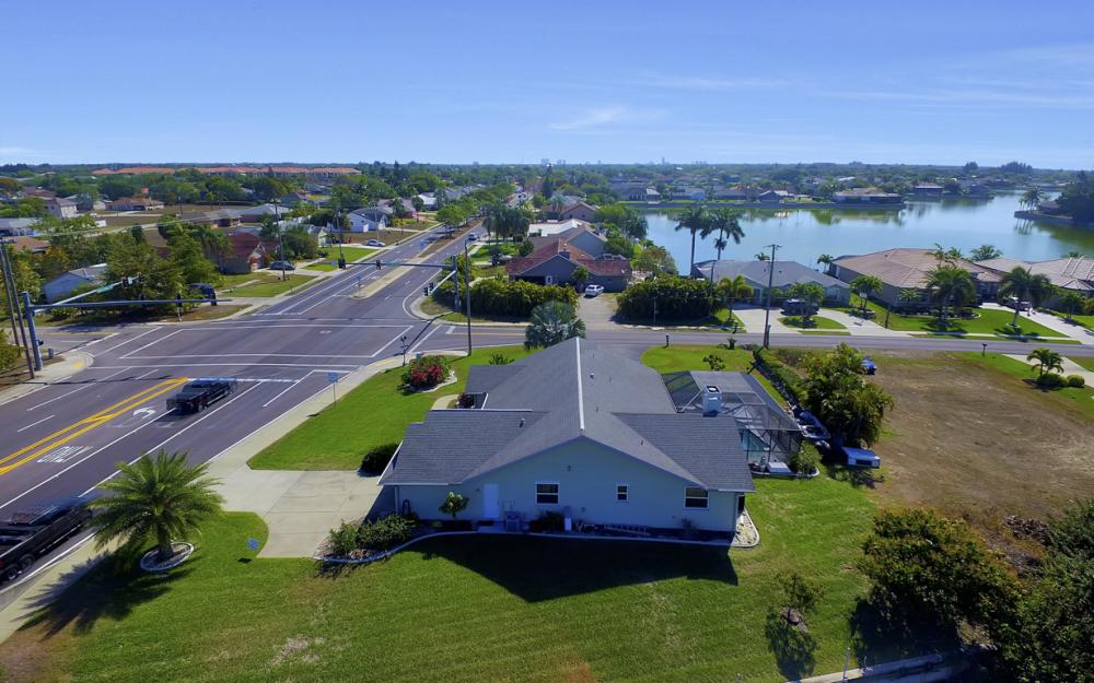 816 Hancock Bridge Pkwy, Cape Coral - Home For Sale 940829677