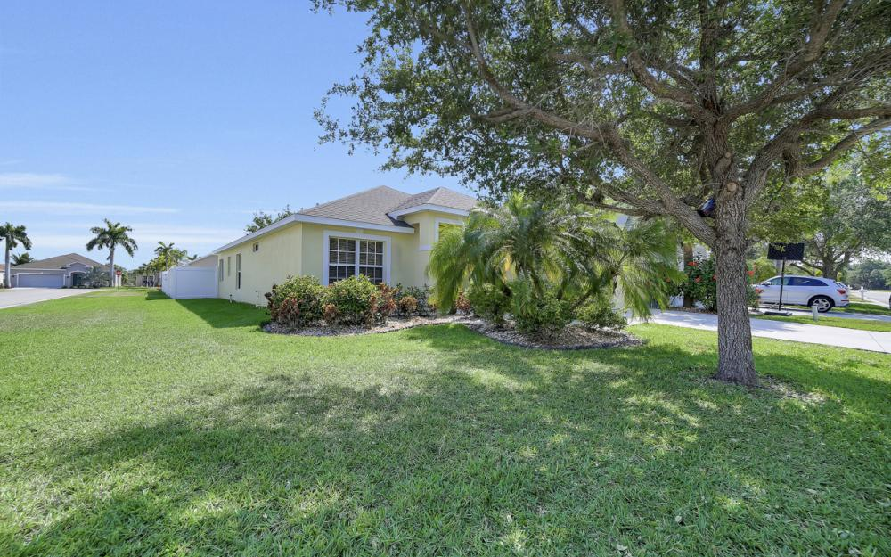 9705 Gladiolus Bulb Loop, Fort Myers - Home For Sale 1478391063