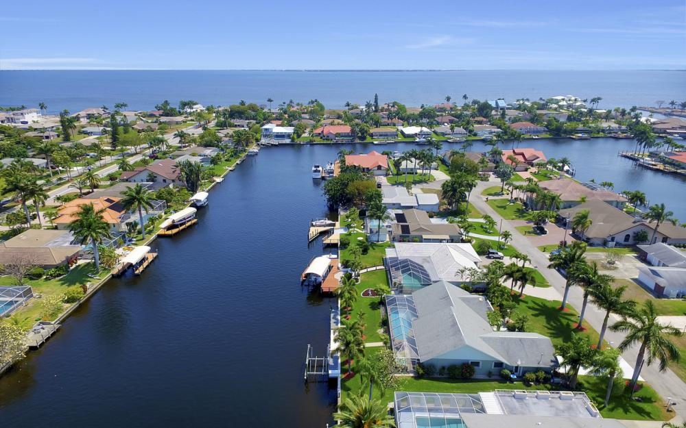 1927 SE 35th St, Cape Coral - Home For Sale 139077085