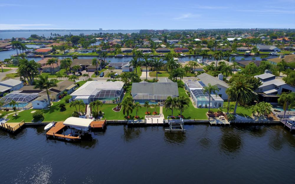 1927 SE 35th St, Cape Coral - Home For Sale 227751284