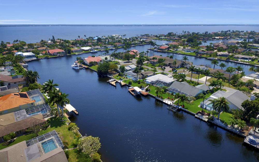 1927 SE 35th St, Cape Coral - Home For Sale 724676580