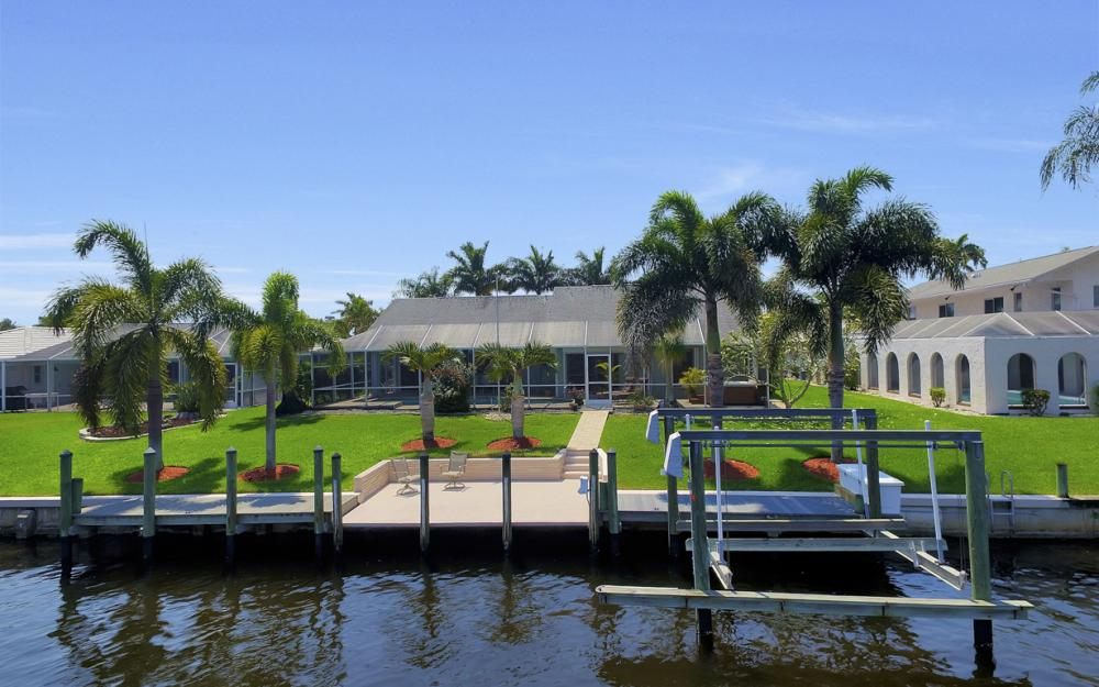 1927 SE 35th St, Cape Coral - Home For Sale 1885463568