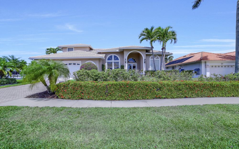 477 Driftwood Ct, Marco Island - Home For Sale 264709817