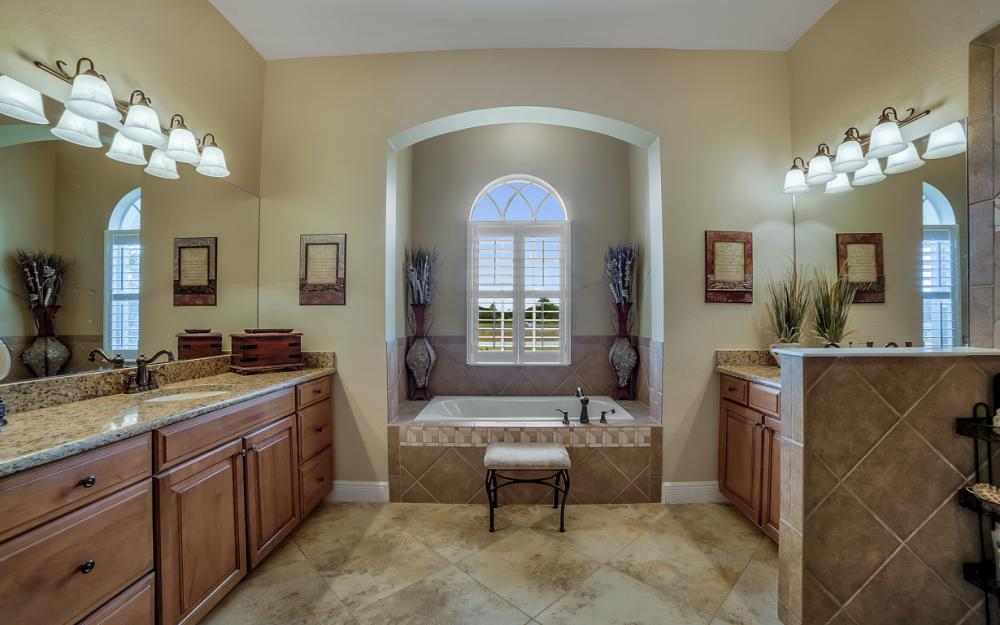 13970 Binghampton Dr, Fort Myers - Home For Sale 1155044555