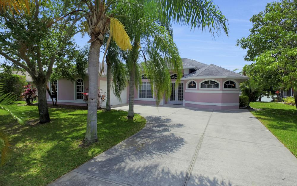 1108 Hancock Bridge Pkwy, Cape Coral - Home For Sale 819135077