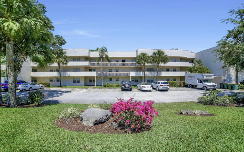 501 Forest Lakes Blvd # 301, Naples - Condo For Sale 495085633